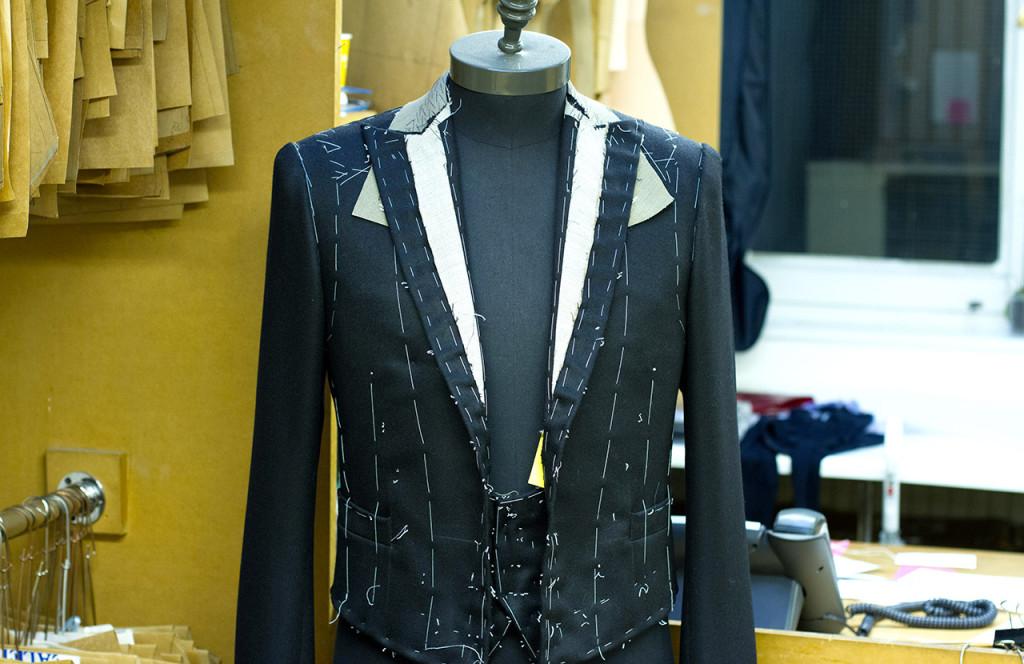 Настоящий мужской английский костюм